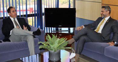 Anatel recebe novo presidente da Abert